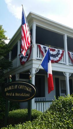 Barclay Cottage Bed and Breakfast: Proud to be an American