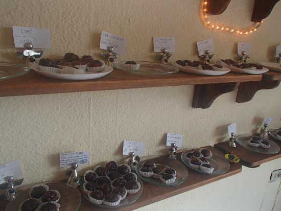 Chocolateria Isla Bella: Truffles on display