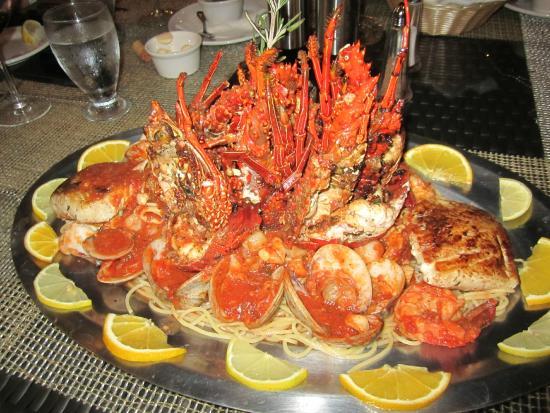 Porto Bello Bistro & Lounge: seafood platter over pasta