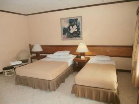 Almont Inland Resort: Room