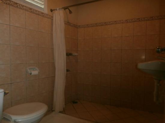 Almont Inland Resort : Batroom