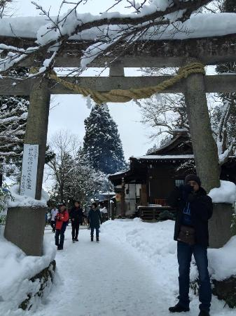 Yamadera Basho Memorial Hall : เสาโทริอิด้านข้าง