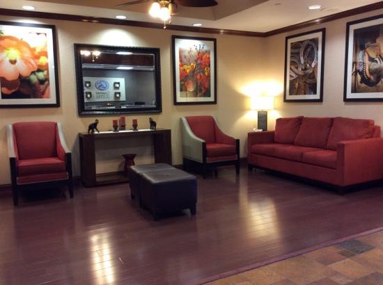 Comfort Suites Marshall: Lobby.