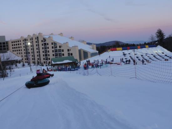 Snowshoe, Virginia Occidentale: Sunset during tubing