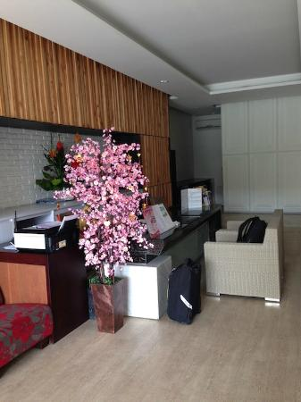 100 Sunset Boutique Hotel: Reception area