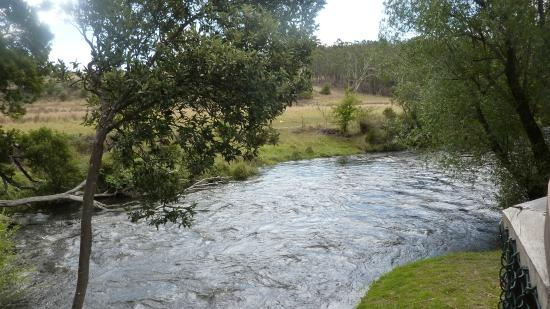 Westerway, أستراليا: Tyenna  River  from the Possum  Shed