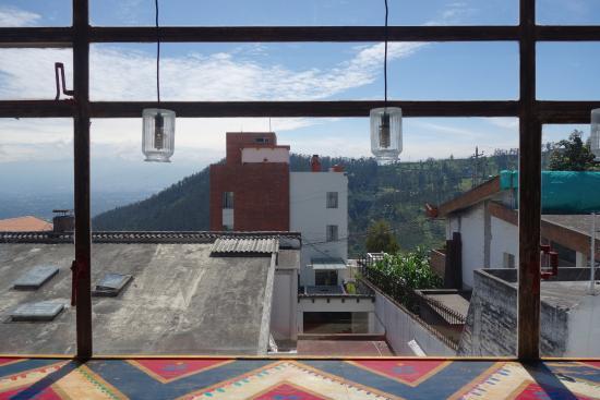 BoutiQuito Design Hostel: Aussicht Von Dem Wohnzimmer