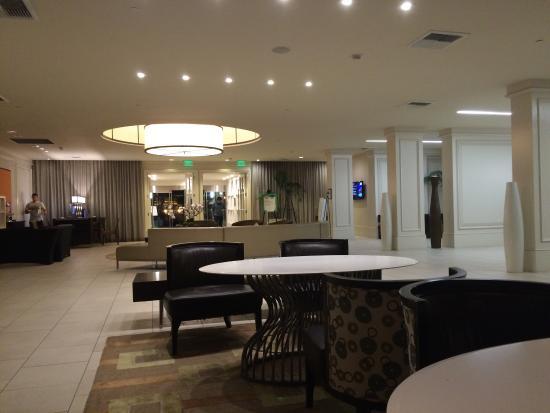 Hilton Irvine/Orange County Airport: Lobby