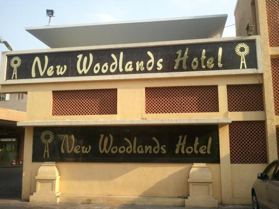 New Woodlands Hotel: Outside