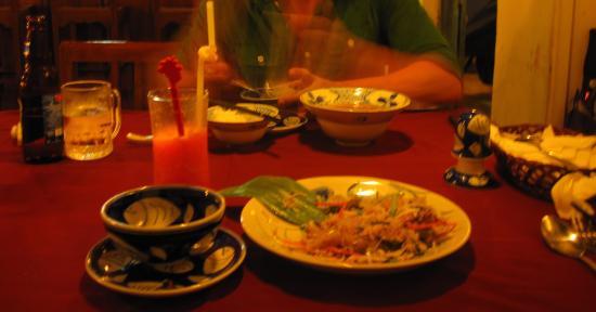 Moon Restaurant & Lounge: Essen