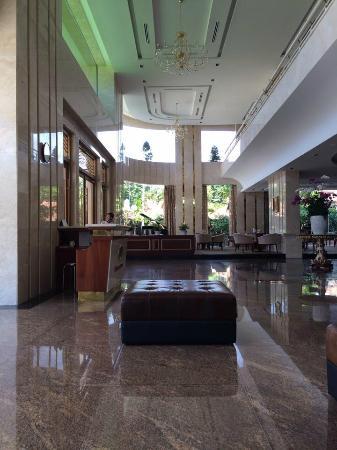 Stay Hotel: Sảnh chờ rất rộng và sạch