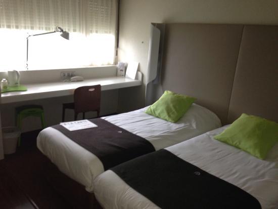 Campanile Villennes Sur Seine Poissy Hotel : La chambre