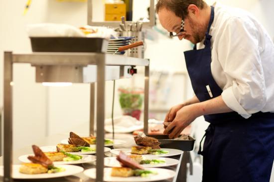 Nordre Ekre Gardshotell : Anretning på kjøkkenet