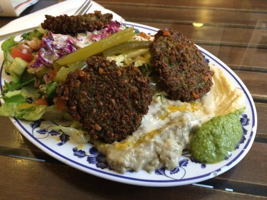 Azuri Cafe: Small Falafel Plate