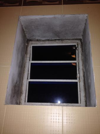 Ideal Hotel Hue: More damp!