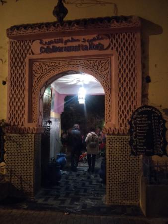 Cafe de la Noria: Vista nocturna fachada