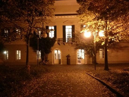 Rivoltella, إيطاليا: Villa Brunati in una serata d'autunno