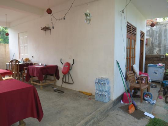Calidan Guest House: The courtyard and dining