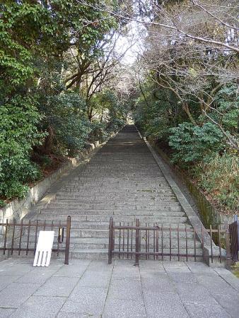 Hokokubyo : 階段:入口の左に志納料箱