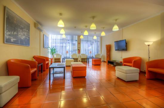 Dinya Lisbon Hotel: sala