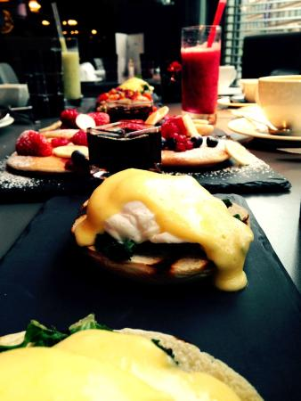 Golden Arrow Restaurant: Sunday brunch @ The Pullman Hotel London