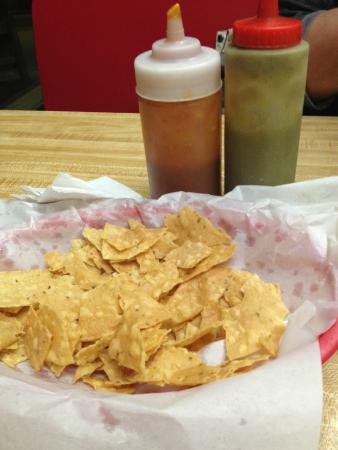 Taqueria Azteca : Chips and Sauce (notice all the broken chips)