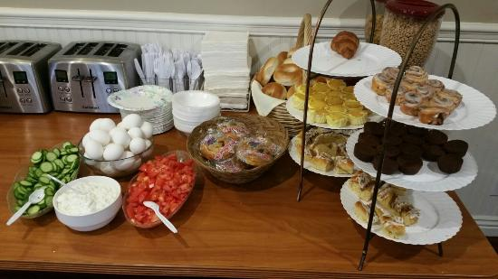 Wilshire Crest Hotel: Breakfast included with stay
