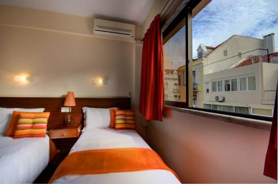 Dinya Lisbon Hotel : quarto