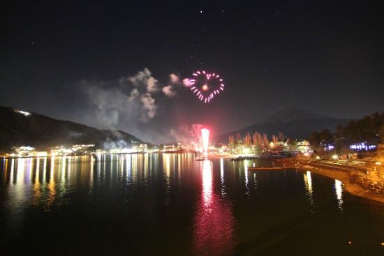 Lake Kawaguchi Ohashi Bridge: Special Valentine's Edition Heartshaped Fireworks