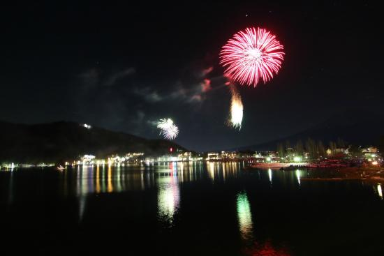 Lake Kawaguchi Ohashi Bridge: Winter Fireworks at lake Kawaguchiko
