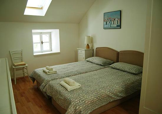 Marco Polo Apartments: Room