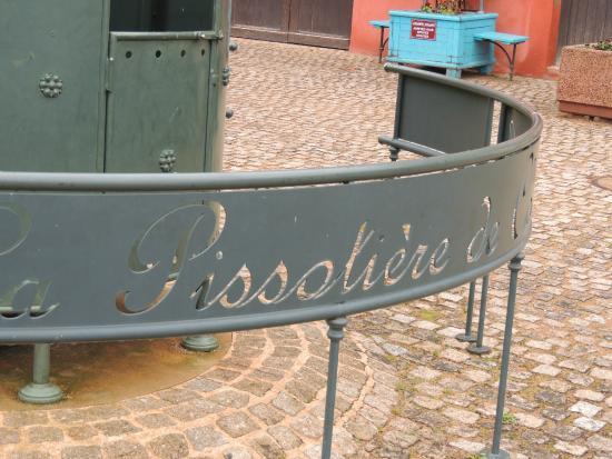 Antenne Touristique de Clochemerle : C'est écrit dessus...