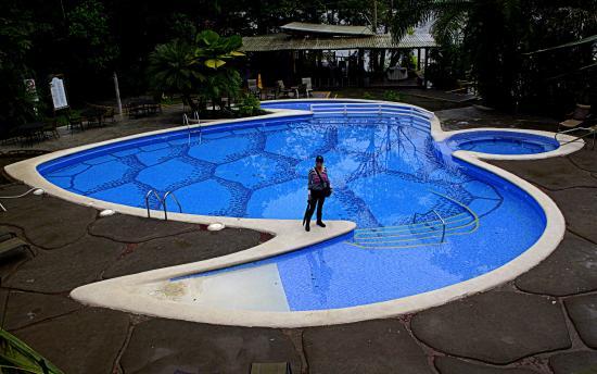 Piscina del hotel bell sima en forma de tortuga for Piscina para tortugas