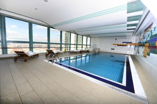 Panorama Hotel Prague: Pool Area