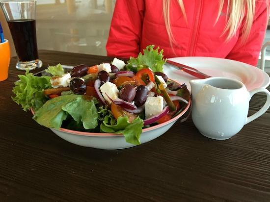 Isola Pizza: greek salad