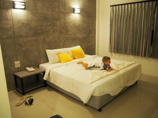 Bun Hotel Surat