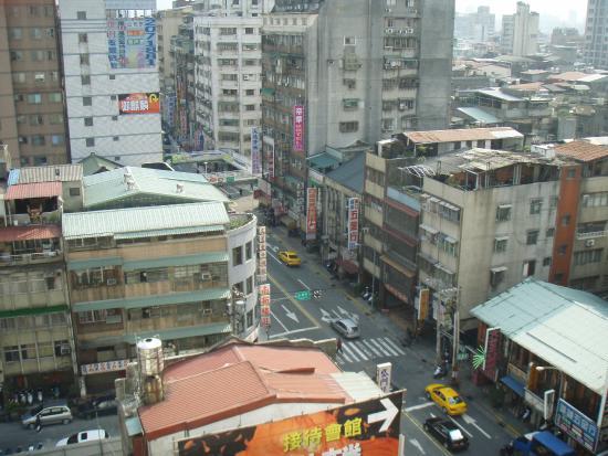 Kilin Hotel : 部屋の外はいわゆるアジアの雑踏です。