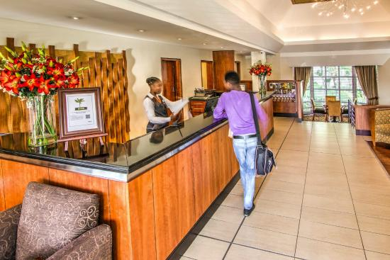 City Lodge Hotel Durban: Friendly Hotel reception