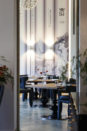 L.A. Jordan: Restaurant