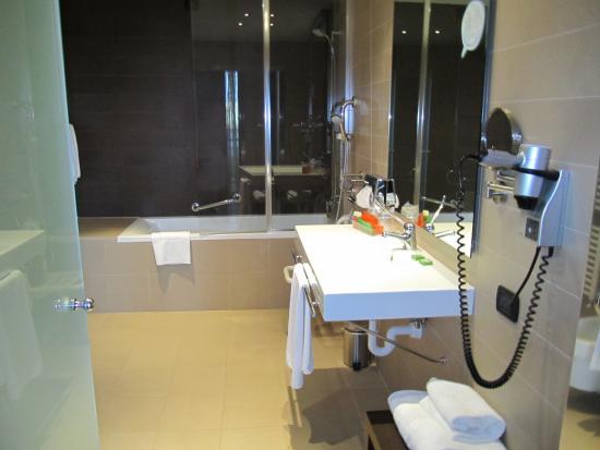 Kamer 109 junior suite foto van nh savona darsena savona tripadvisor - Kamer van rustieke chic badkamer ...