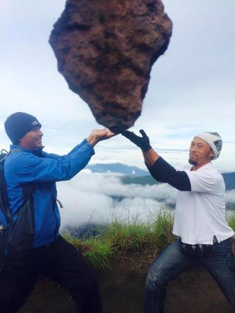 Mudi Goes To The Mountain: Mudi and Wayan