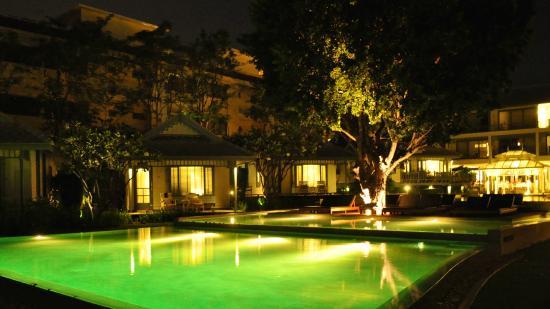 Pool & hotel