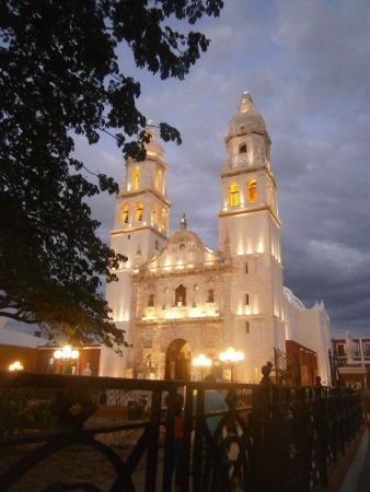 Casa Vieja del Rio: Cathédrale Santa Isabel vu de la terrasse du resto