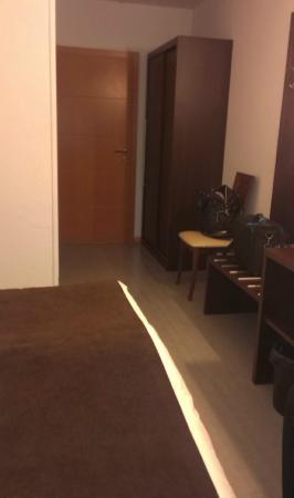 Threeland Hotel: chambre couloir