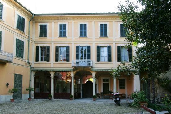 Villa Cavadini Relais: Вид из сада.