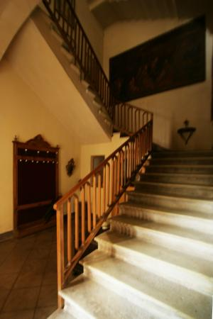 Villa Cavadini Relais: Старинная лестница.