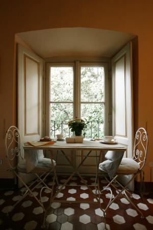 Villa Cavadini Relais: Зал для завтраков. Домашние джемы из персиков и вишен варит сама хозяйка виллы.
