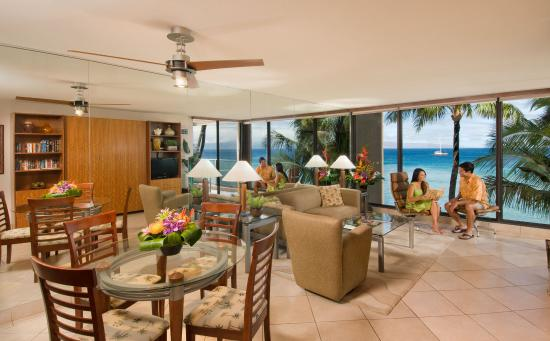 Aston Mahana at Kaanapali: Premium Oceanfront Suite Living Room With Couple