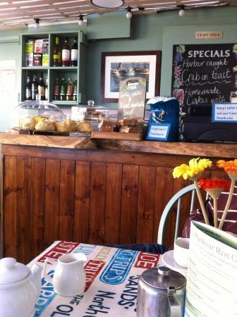 Harbour Rest Cafe: Serving bar