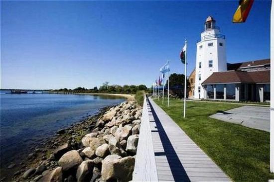 Montauk Yacht Club Resort & Marina: Main Resort & Lighthouse